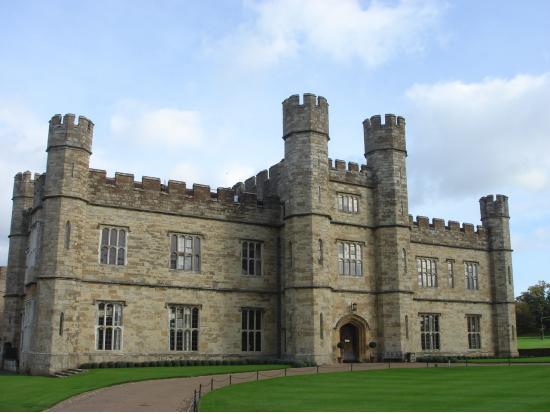 151786 貴婦人の城:リーズ城 貴婦人の城と呼ばれるリーズ城は庭園の美しさでも有名。英国国教