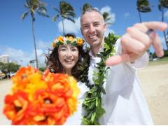 ハワイ ビーチフォト ホロクとアロハシャツで撮影! LOVEムーンフォトパッケージ(撮影・衣装・メイク)
