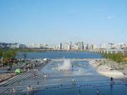 【シティハンター】ユンソンとナナが子供たちと噴水で水遊びした所