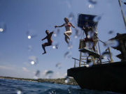 jump from pontoon