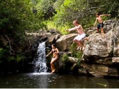 秘密の滝へのハイキング&オフロード(6WD)ドライブ 大自然体感ツアー