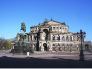 20140414083045_159503_T19Semperoper_Theaterplatz