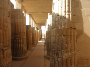 SAQQ 柱廊