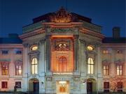 web_medium_Palais Auersperg_Fassade_bei_Nacht