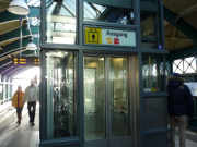 ベルリンのカフェスタイル、集合場所エレベーター