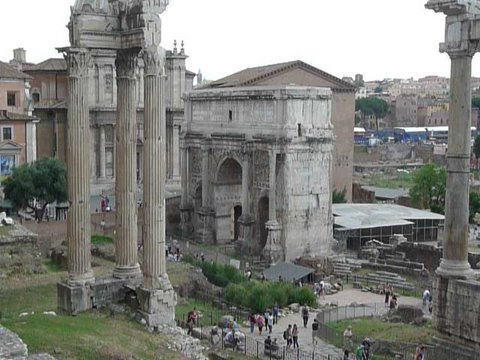 IT_ROME_AM FORO ROMANO WALKING_Foro Romano4_2011