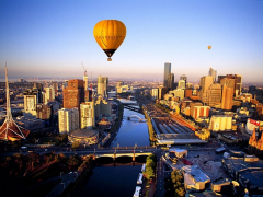 Balloon_over_city