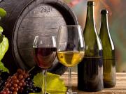 botte-bicchieri-vino-uva-tavola