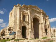 Hadrian's_Arch,_Jerash,_2009