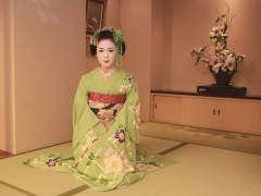 A Kyoto maiko, ready to perform