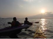 海に落ちていく夕陽が幻想的なシーカヤックツアー!