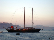greece_santorini_cruise_sunset