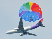 hawaiian_parasail_airplane01
