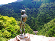 Oboke Valley Peeing Boy statue