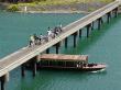 四万十川の屋形船と三里沈下橋