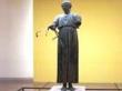 ほぼ完全な姿が残る青銅の御者の像