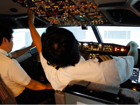 ラグジュアリーフライト フライトシミュレーター体験07