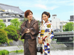 Couple wearing rental kimono in Kyoto
