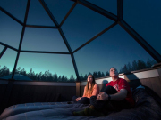 inside-the-glass-igloo-northern-lights-rovaniemi-finland-lapland-825x550