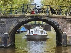 _77B6555_Canal Bus