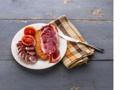 Tomato on bread with Ibérico Ham _med