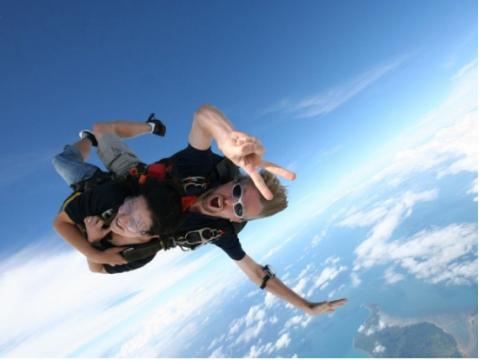 スカイダイビング 海が見える唯一のロケーション!上空4,572メートルからのタンデムダイビング