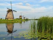 800px-The_windmills_of_Kinderdijk