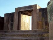 monolito-ponce-a-travs-de-la-puerta-principal--_18444469693_o