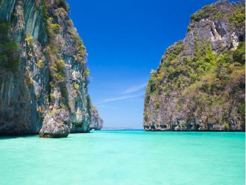 37041592_M Maya bay on Koh Phi ...