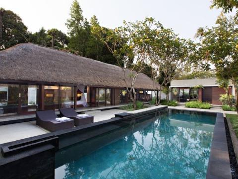 カユマニス 高級プール付きヴィラを貸切できる贅沢なスパ・デイユース 帰国日プラン<ホテルお迎え&空港お送り/ジンバラン地区>