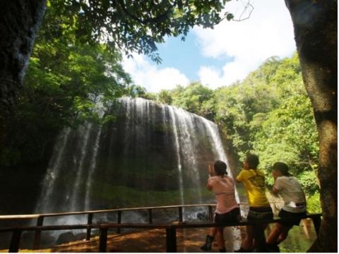 ガラスマオ(ガラツマオ)の滝