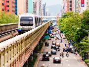 台北_電車と車