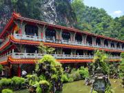 Sam Poh Tong_shutterstock_33555580