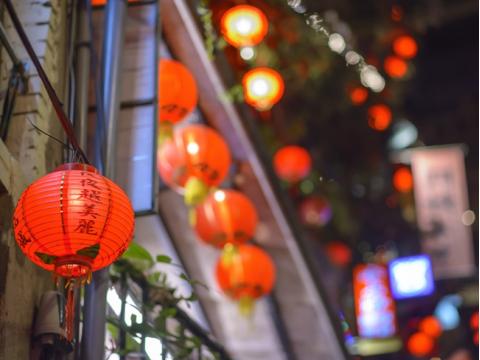 夜の九份+夜の十分(天燈上げ) 2大観光スポットの魅力がもっとも体感できるナイトツアー!1グループに1つ天燈付き<士林夜市で解散OK/日本語ガイド>
