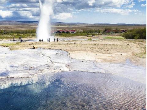 アイスランドの世界遺産シンクヴェトリル国立公園へ!ゴールデン・サークル・クラシック日帰り 観光ツアー<日本語または英語>