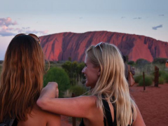 australia_northern-territory_happy_friends_uluru_sunset