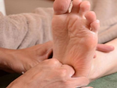 Reflexology Foot Massage3