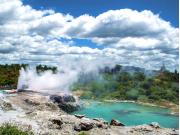 New_Zealand_Rotorua_Te_Puia_geyser_shutterstock_607719938