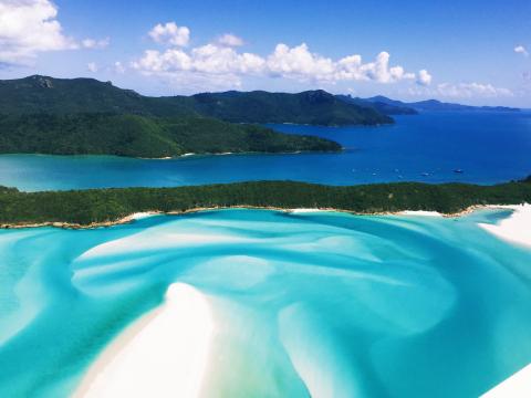ウィットサンデー諸島ホワイトヘブンビーチ1日ツアー 世界トップ10の純白のビーチ&ヒル・インレット展望台を訪れる!<ハミルトン島発着>