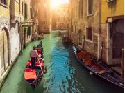 Italy_Venice_Gondola_shutterstock_399833944