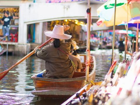 Thailand_Bangkok_Damnoen_Saduak_Floating_Market_shutterstock_597732266 (1)