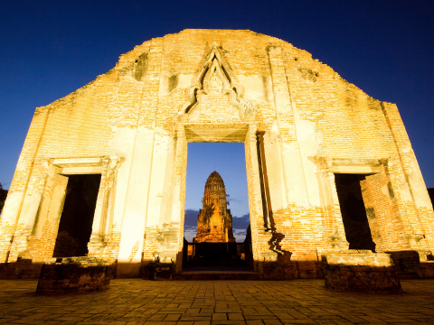 Wat_Ratchaburana_Night_shutterstock_142183939