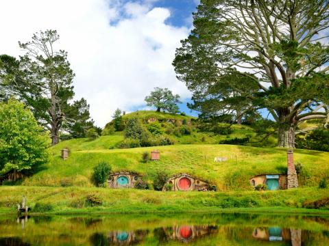 New_Zealand_Hobbiton_Hobbit_Houses_shutterstock_587276981