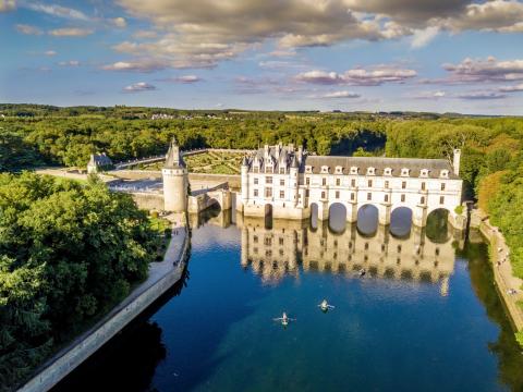 France_Loire_Valley_Chateau_de_Chenonceau_Castle_shutterstock_698368123 2