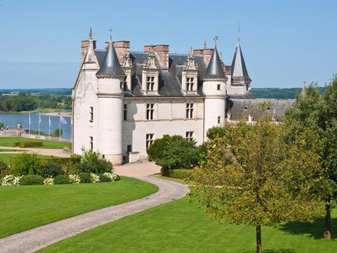 France_Loire_Valley_Chateau_d_Amboise_Castle_shutterstock_214206334 2