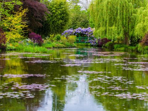 France_Giverny_Monet's_Garden_shutterstock_200927870