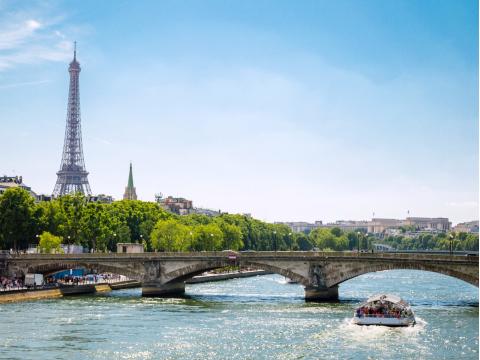 France_Paris_Seine_River_Cruise_shutterstock_327365120