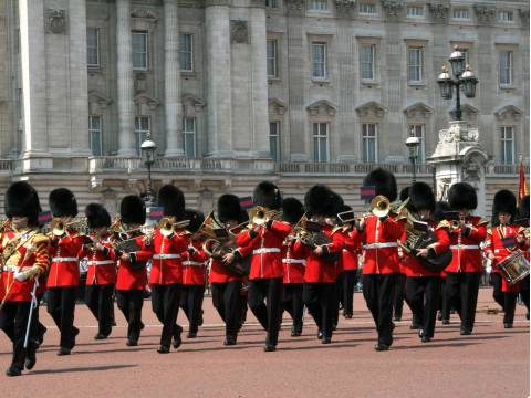 UK_London_Buckingham_Palace_Guard_shutterstock_35826592