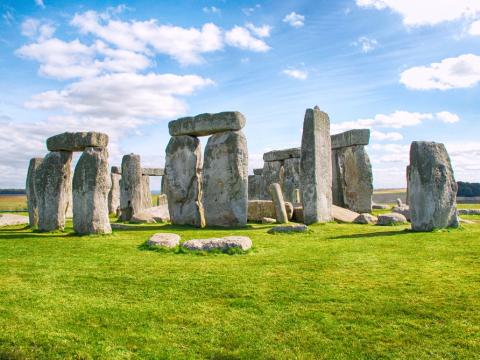 uk_stonehenge_hutterstock_640779178