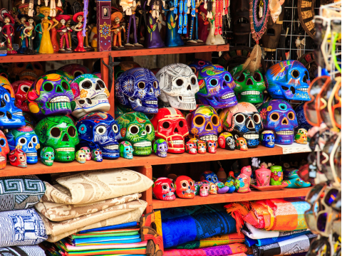 Mexico_Playa_del Carmen_Street_Market_souvenirs_shutterstock_190028564
